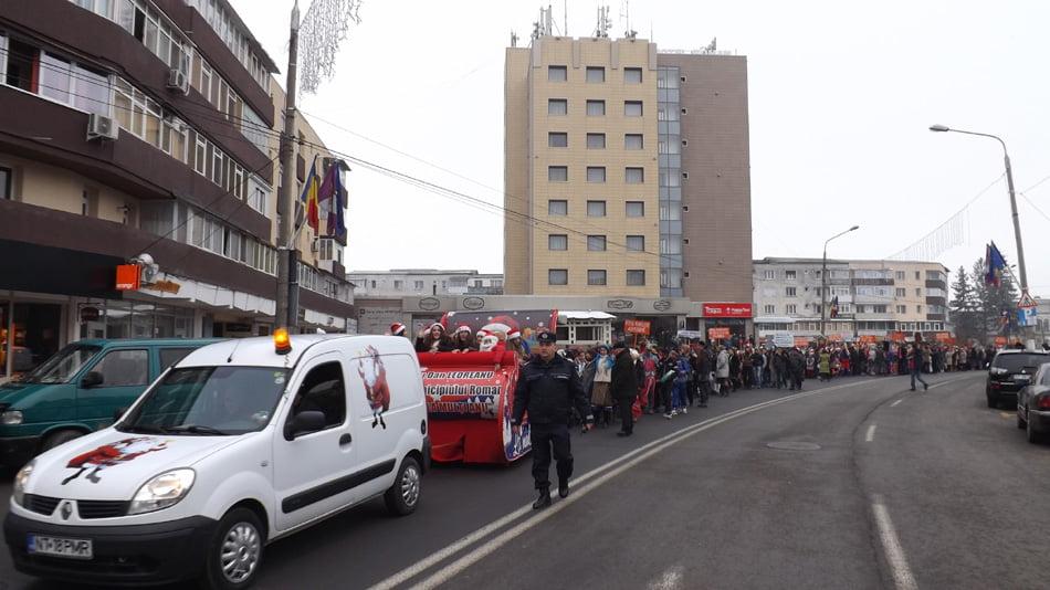 Parada costumelor de Crăciun a elevilor romașcani