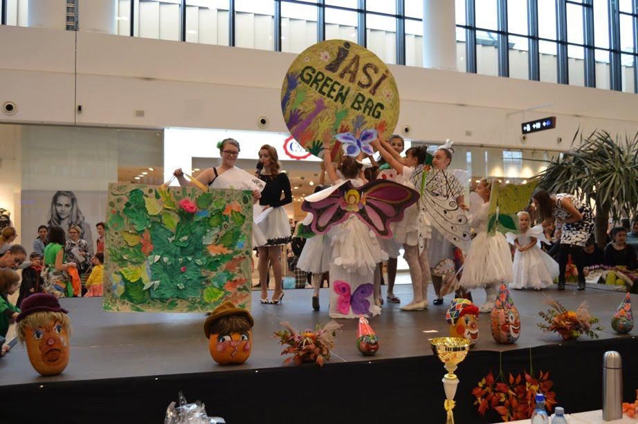 Elevii Cercului de Artă Decorativă din cadrul Clubului Copiilor Roman, premiați la Iași