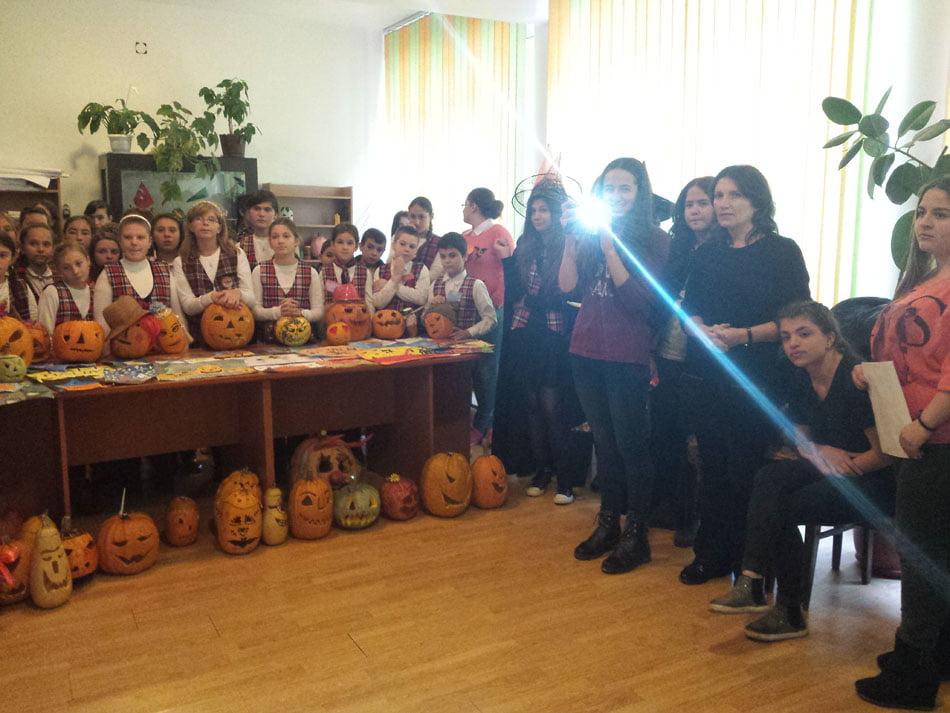 Elevii învață limba engleză cu ajutorul Halloween