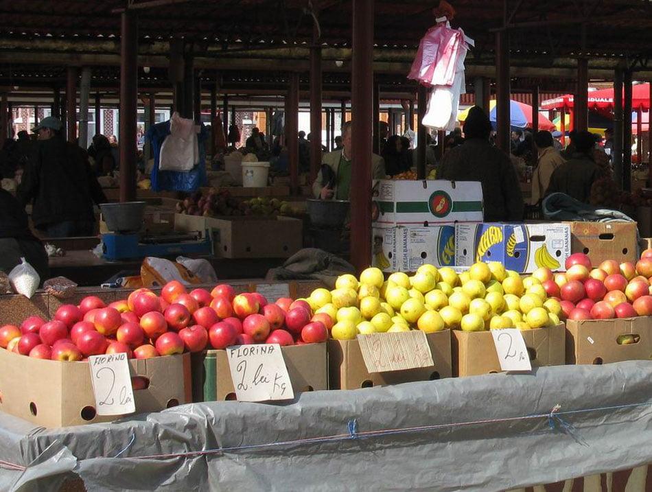 Prețurile produselor de sezon din Piața Roman