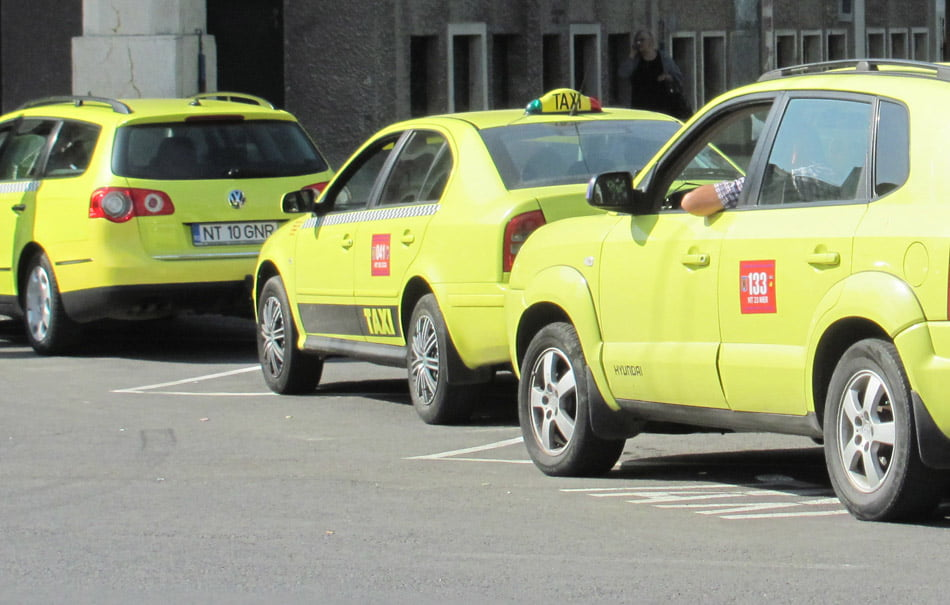 Taximetriștii, chemați la Primărie pentru vizarea autorizațiilor