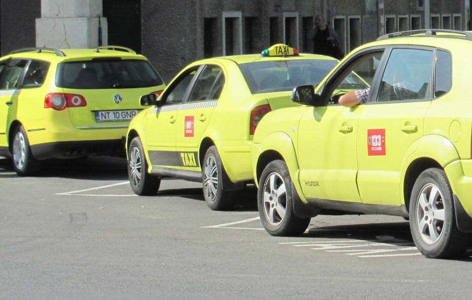Transportul public local, asigurat de 255 de taxiuri și zece microbuze