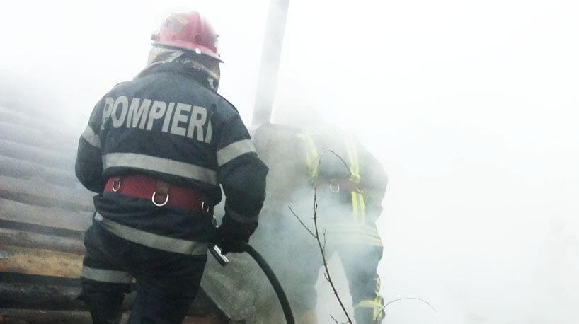 Locuință în flăcări, la Stănița
