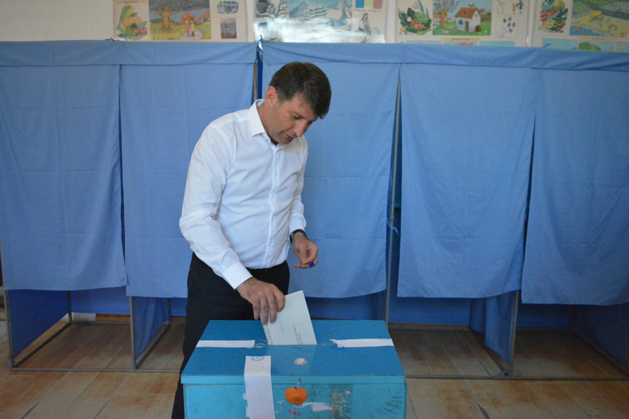 """Alegeri locale la Roman. Lucian Micu: """"Am votat pentru continuarea dezvoltării municipiului Roman"""""""