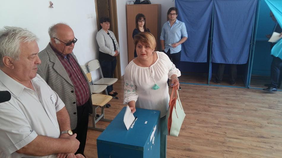 """Alegeri locale la Roman. Elena Chelmuș: """"Soluții simple la probleme"""""""