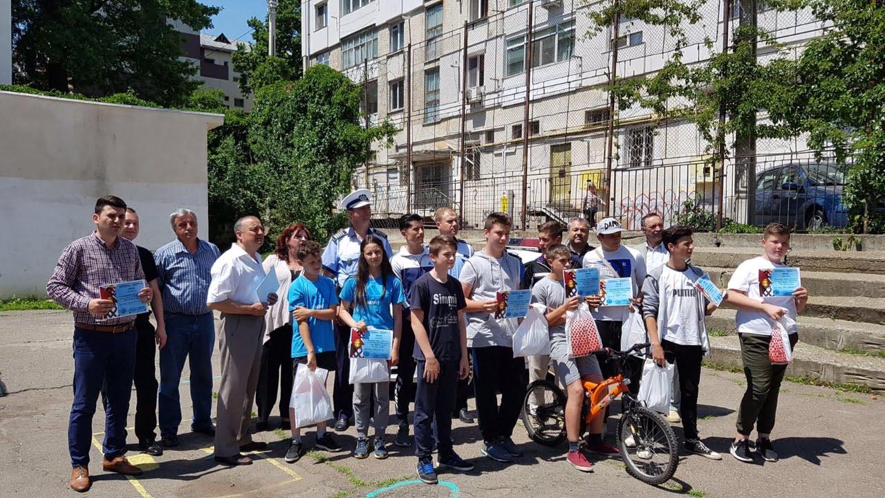 """Elevii Școlii """"Mihai Eminescu"""" s-au calificat la etapa națională a concursului """"Educație rutieră – educație pentru viață"""""""