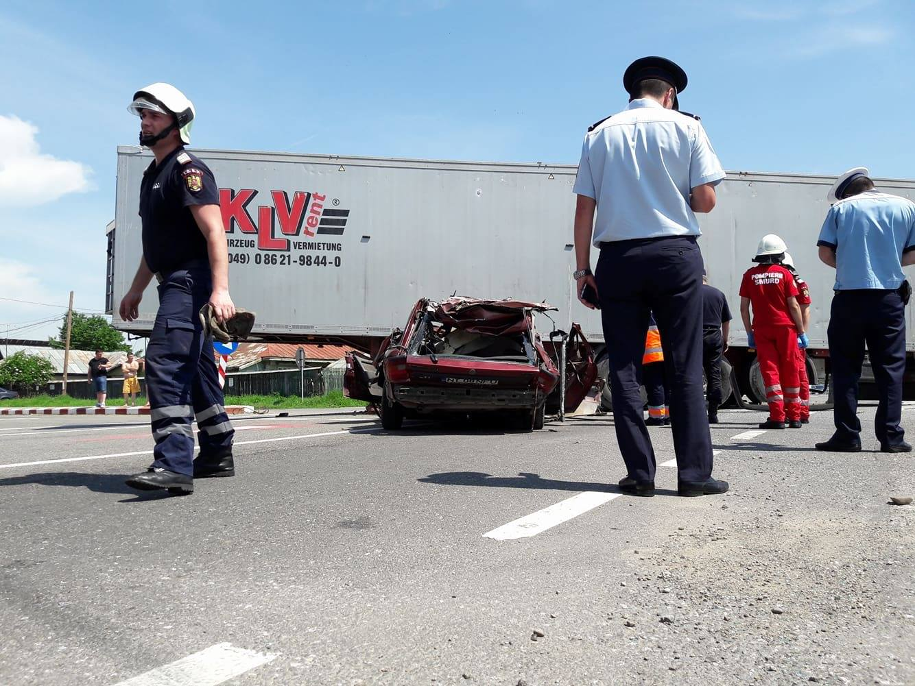 [VIDEO] Accident la Girov: maşina în care se aflau doi romaşcani, strivită sub un tir