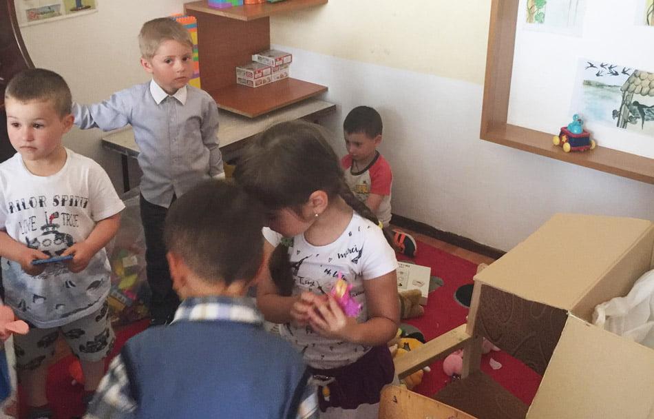 Jucăriile donate de romașcani au ajuns la copiii din Pipirig