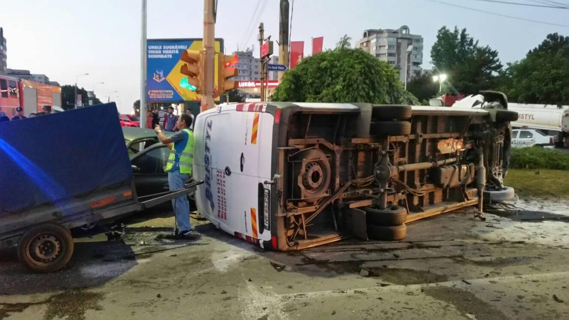 Microbuz al firmei romașcane Pristyl, implicat într-un accident la Constanța