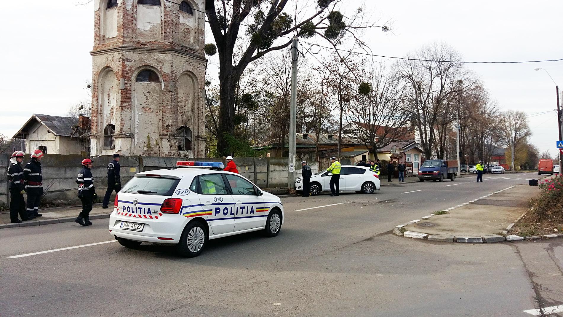 Stâlp rupt în urma unui accident rutier, pe strada Dumitru Mărtinaș