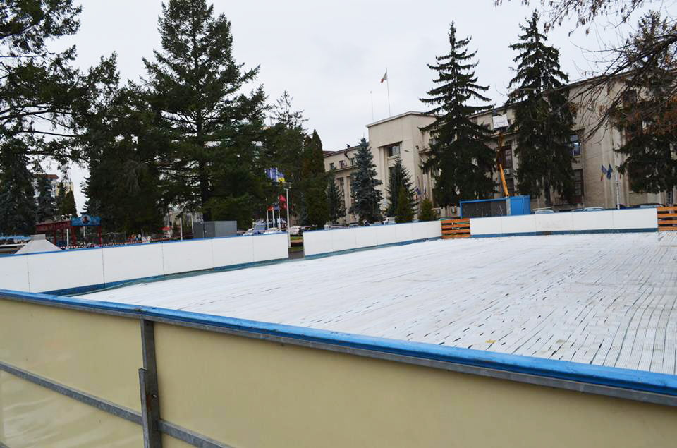 De Sf. Andrei, se deschide patinoarul și se aprinde iluminatul ornamental din oraș