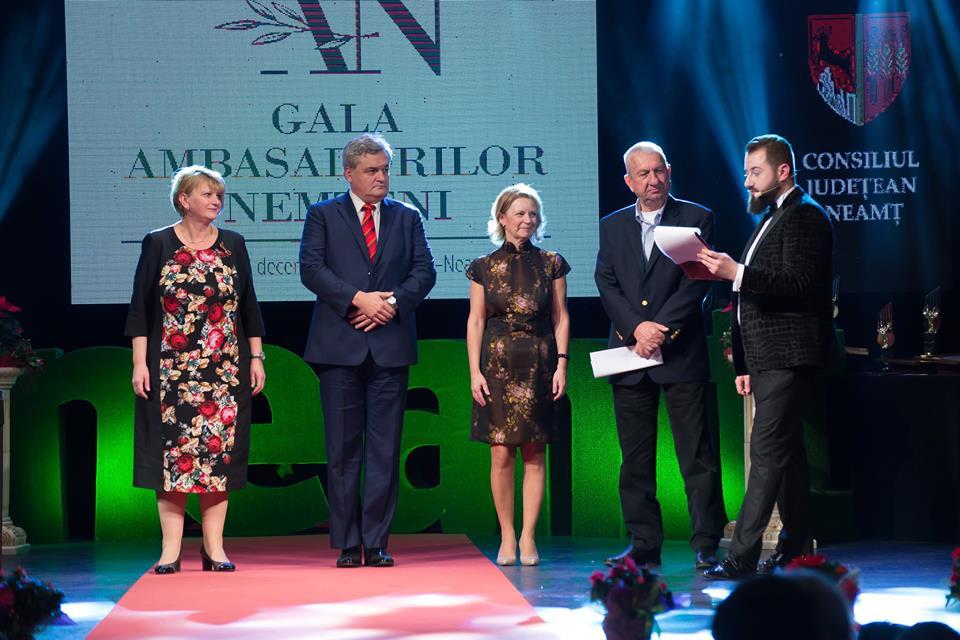 [Video] Gala Ambasadorilor Nemțeni și-a desemnat câștigătorii. Romașcanii Dan Arvătescu, Eliza Chirilă și Sebastian Cătănoiu, printre laureați