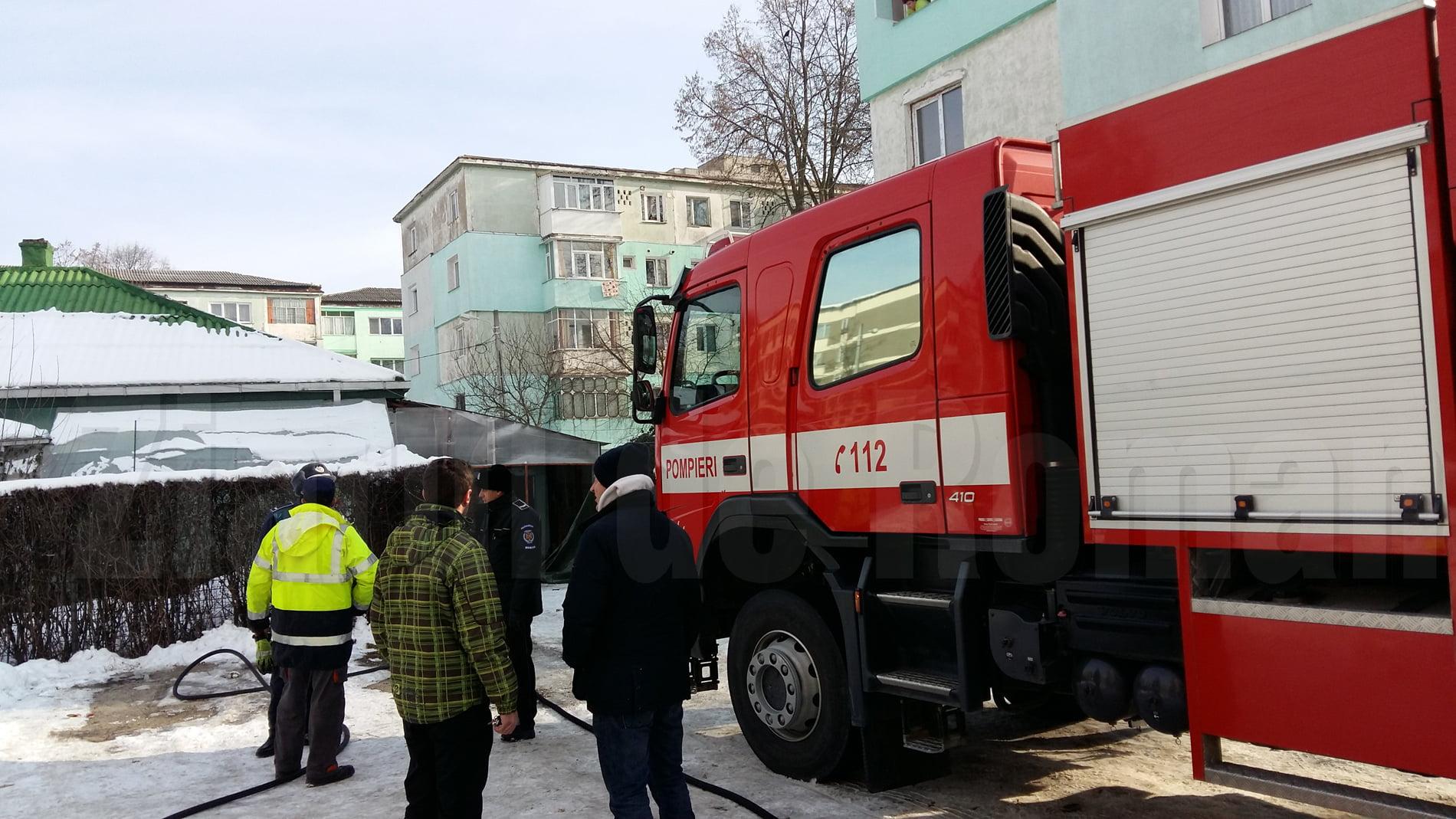 Incendiu în Roman, la o casă de pe strada Gloriei