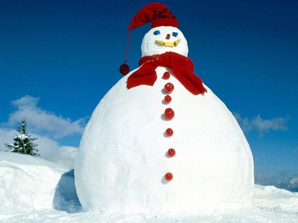 Romașcanii sunt invitați să înalțe un om de zăpadă gigant