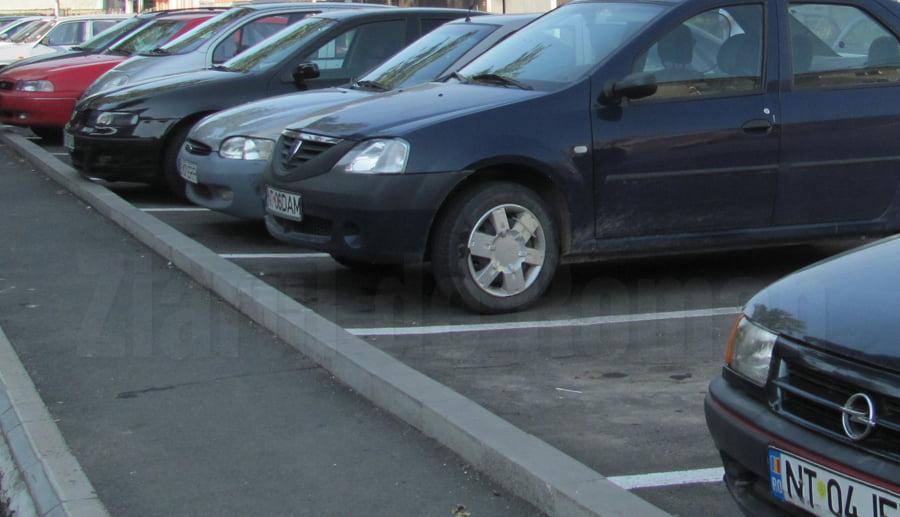 Licitație pentru închirierea de locuri de parcare în Roman, pe 1 octombrie