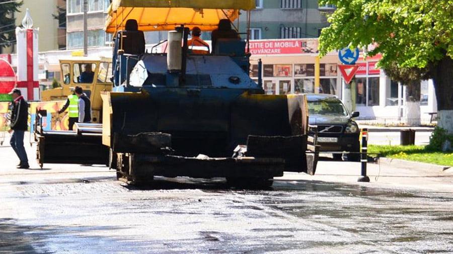 Contractul pentru asfaltarea străzilor cu covor asfaltic a fost reziliat