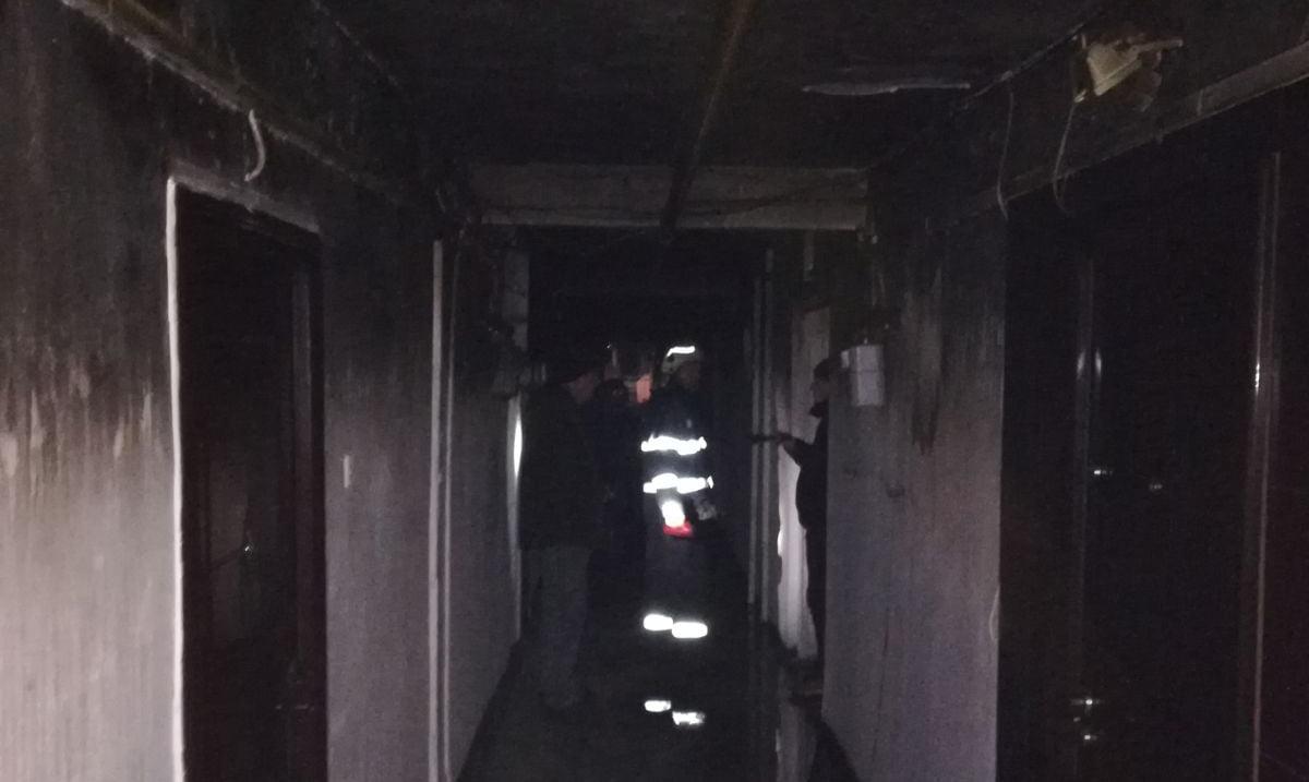 200 de persoane, evacuate dintr-un bloc de garsoniere după izbucnirea unui incendiu