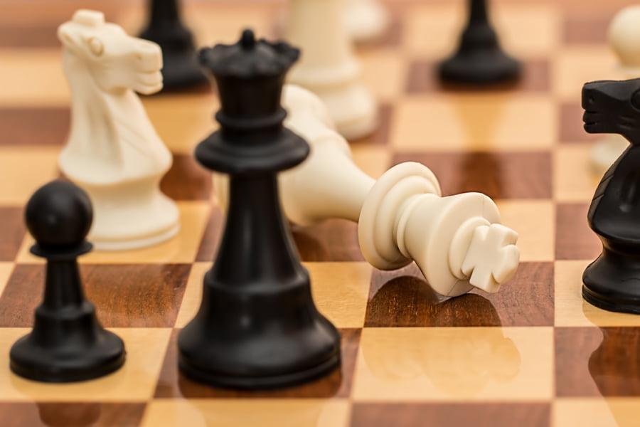 """Copiii și vârstnicii se întrec în cadrul """"Turneului generațiilor"""" la șah"""