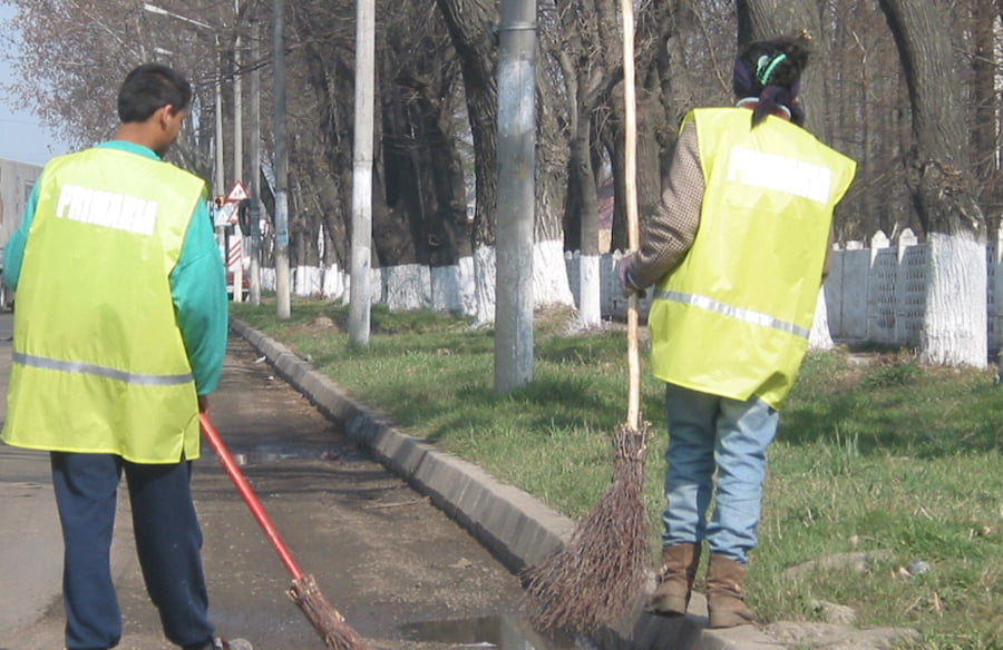 Începe curățenia de primăvară în oraș