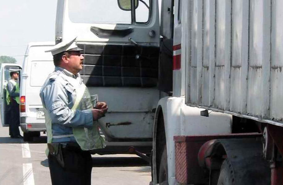 Transportatori sancționați de polițiști