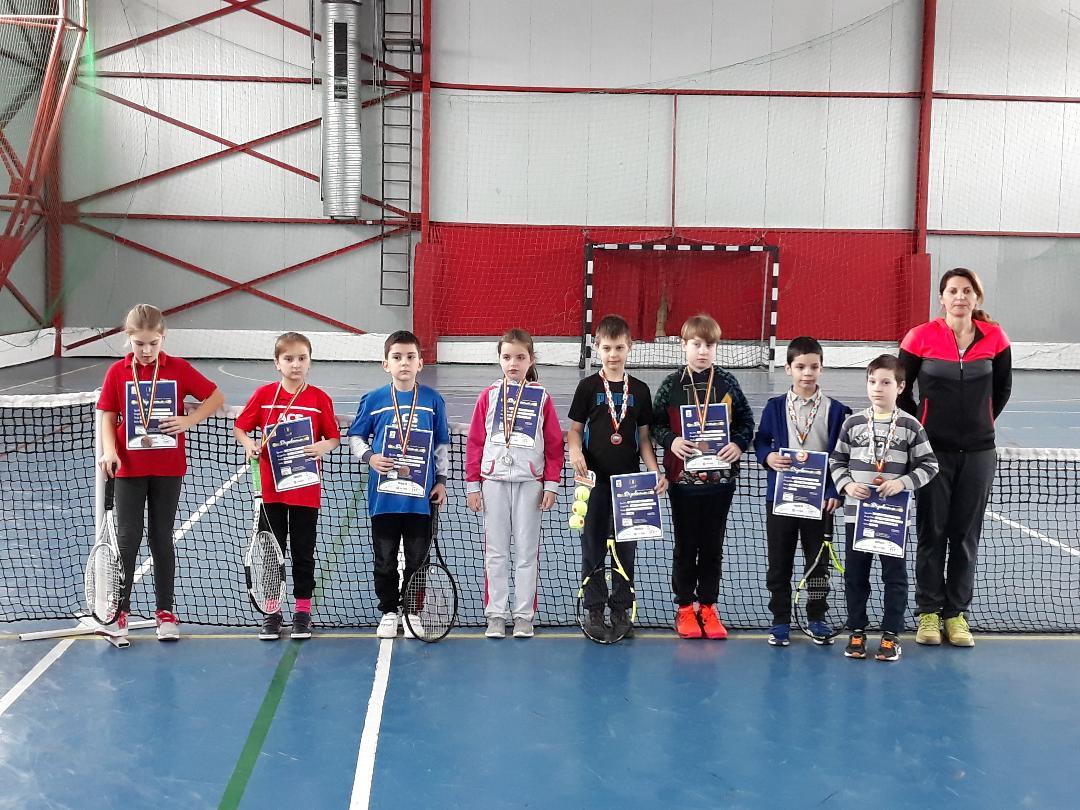 """Micii sportivi s-au întrecut în cadrul """"Cupei Wilson"""" la Tenis 10"""