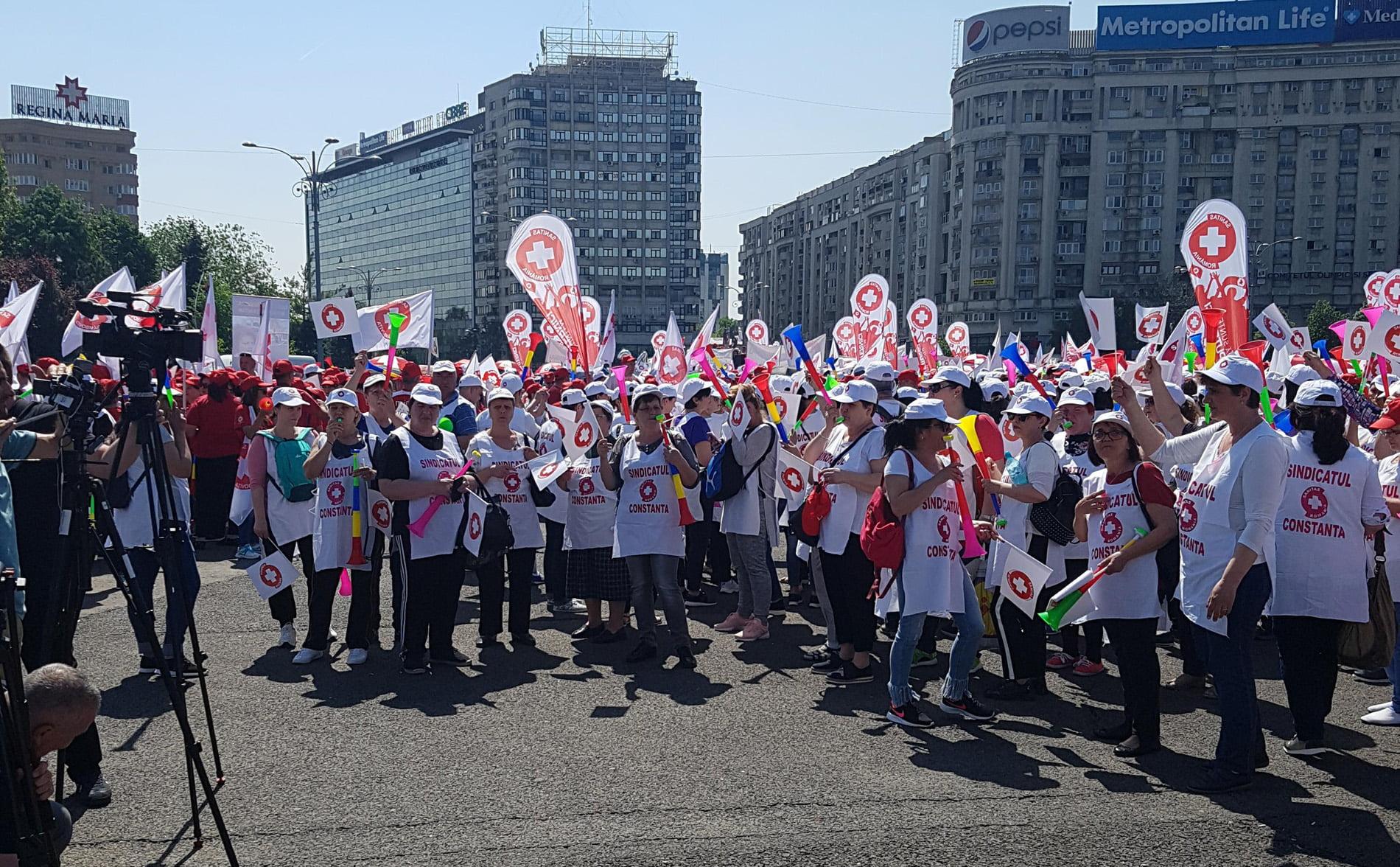 Membrii SANITAS Neamț au protestat în Piața Victoriei din București