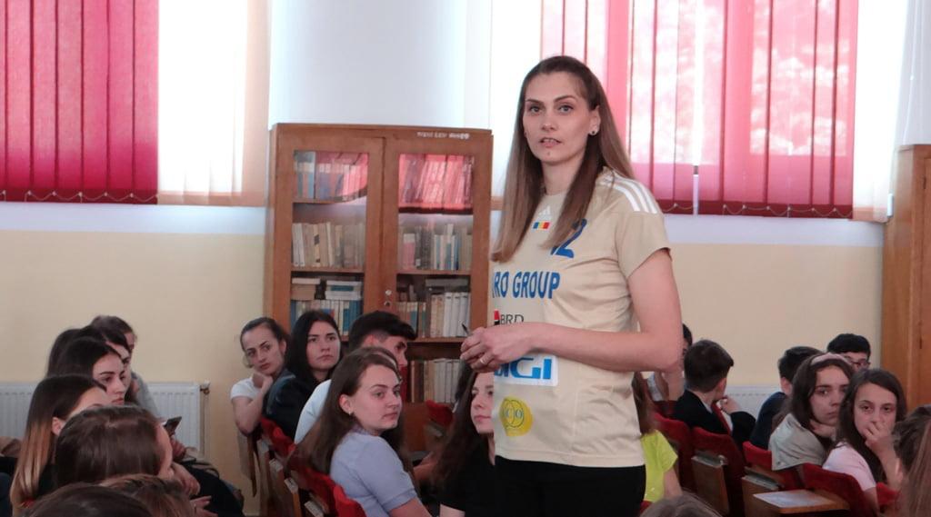 """""""Campionii României"""": Portăriţa Tereza Pîslaru, handbalistă din întâmplare, campioană din convingere"""