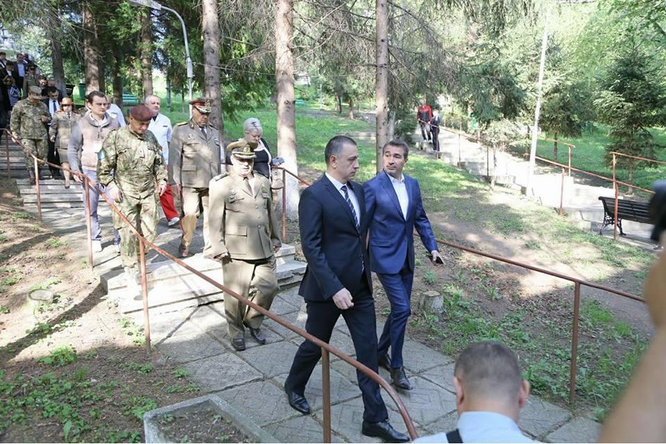 Vizită de două zile a ministrului Apărării, Mihai Fifor, în județul Neamț