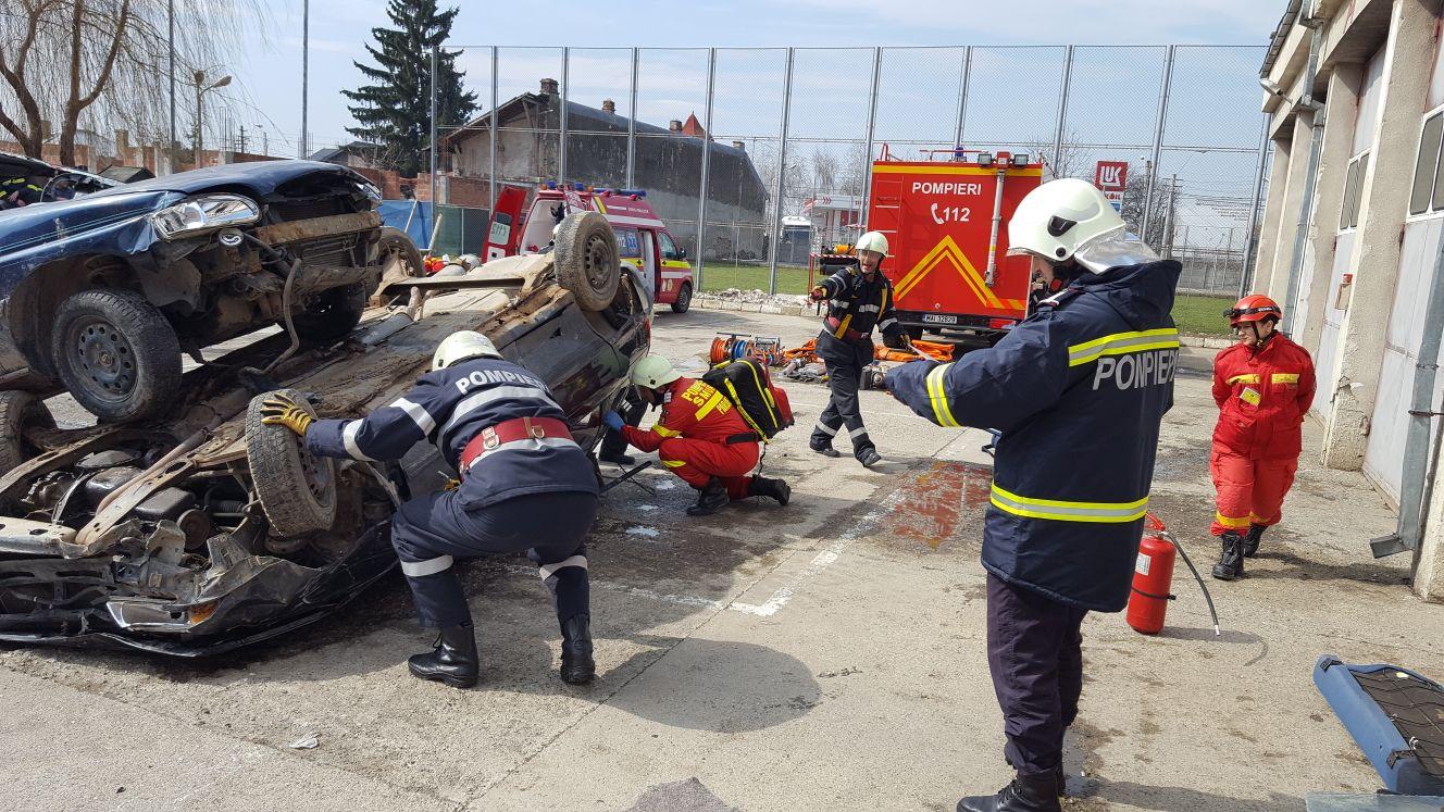 Pompierii s-au întrecut în competiţia de descarcerare şi prim ajutor calificat