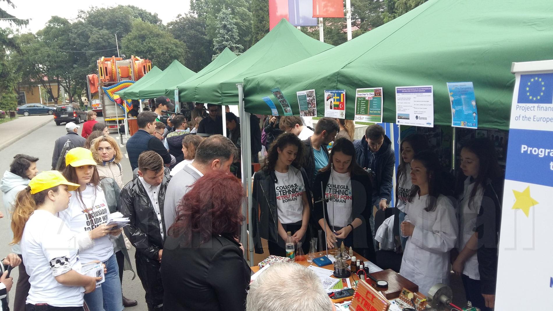 """Elevii romașcani și-au prezentat realizările cu ocazia Zilelor Municipiului, în cadrul """"Dialogului Științelor"""""""