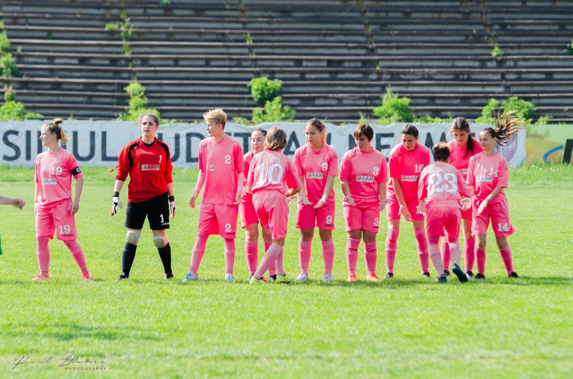 Echipa romașcană de fotbal feminin Vulpițele Galbene a terminat campionatul cu victorii pe linie