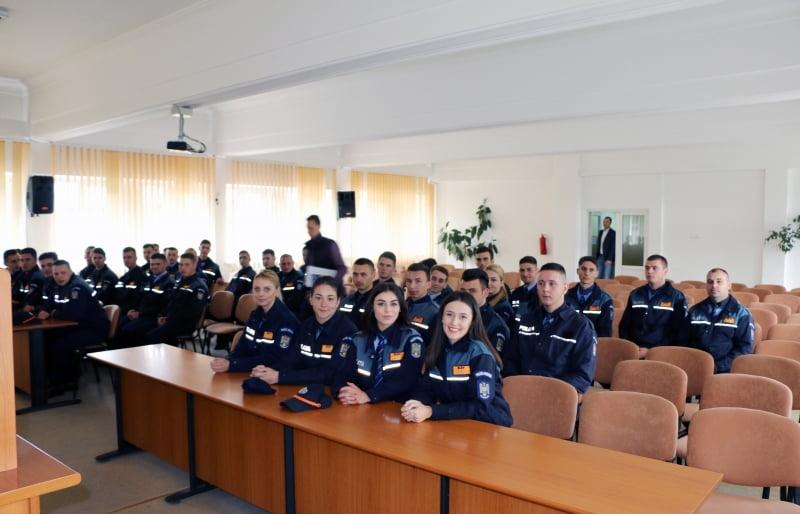 38 de elevi ai școlilor de poliție, în practică la IPJ Neamț