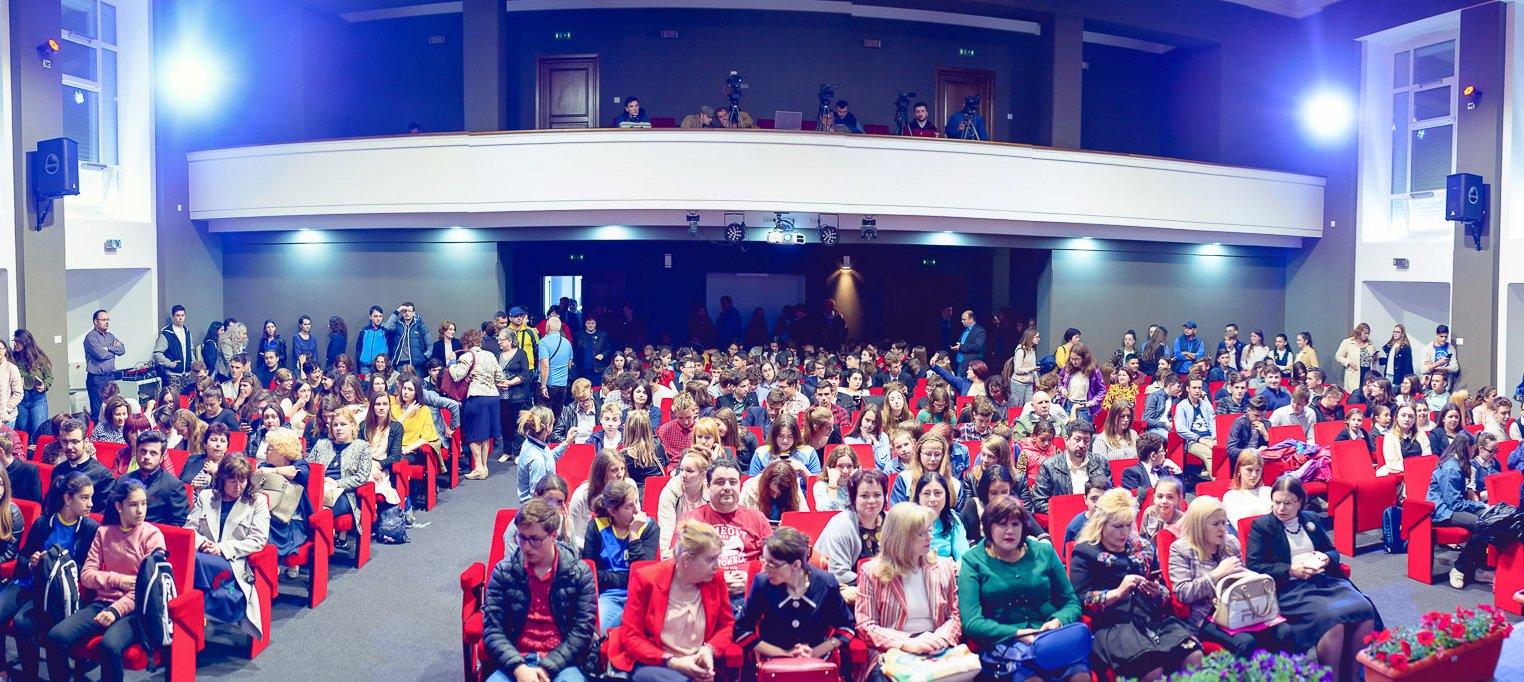 Gala Excelenței în Educație: 266 de elevi și 167 de profesori, premiați cu ocazia Zilelor Municipiului Roman