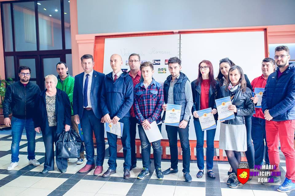 """Câștigătorii competiției """"Vederi din Roman"""", premiați de conducerea Primăriei Roman"""