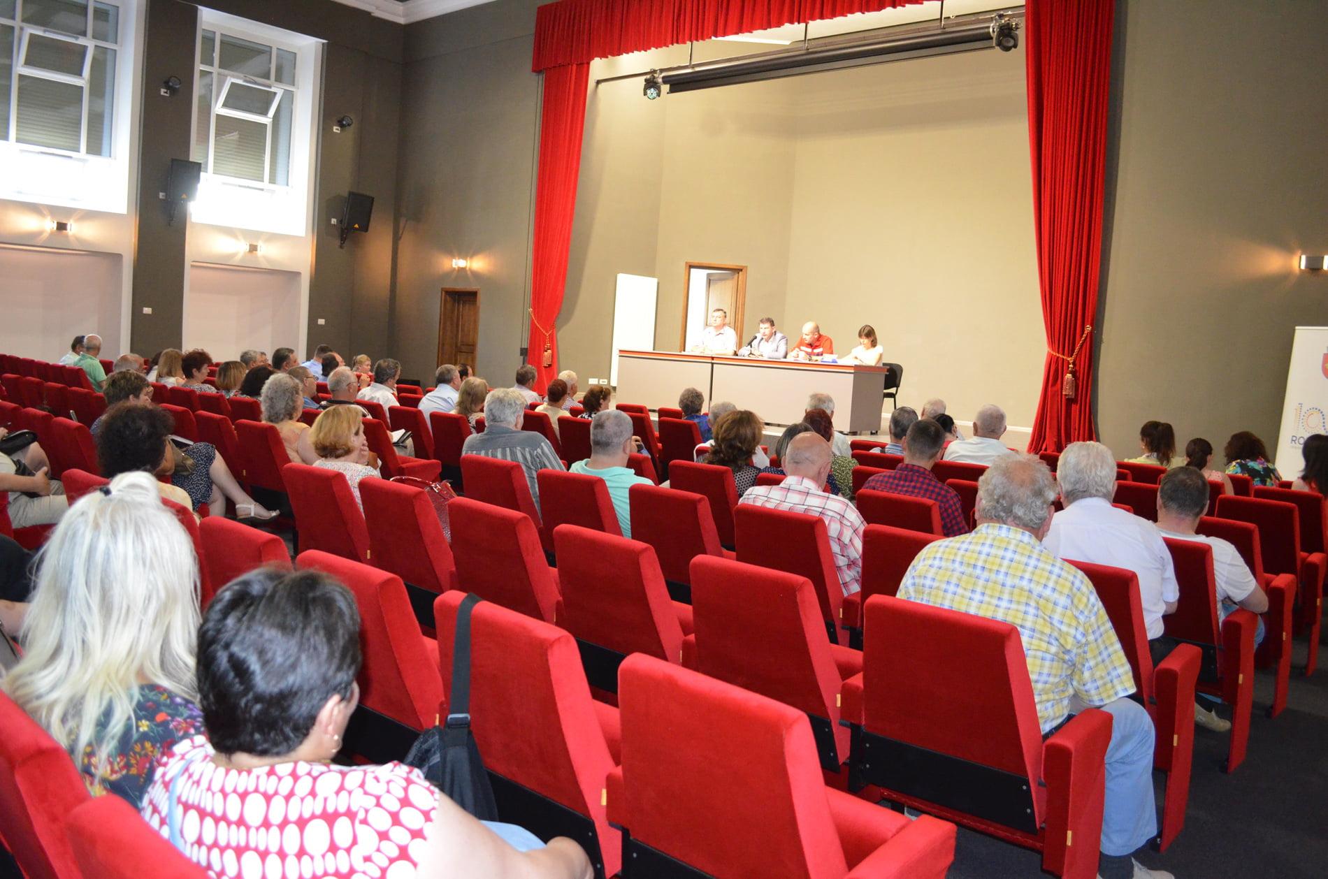 Dezbateri publice pentru prețurile la apă și colectarea deșeurilor, la primărie