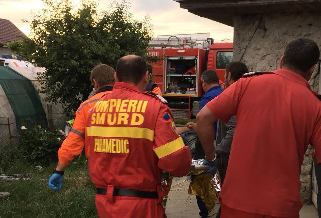 Salvat de pompieri după ce s-a aruncat într-o fântână adâncă de 30 de metri