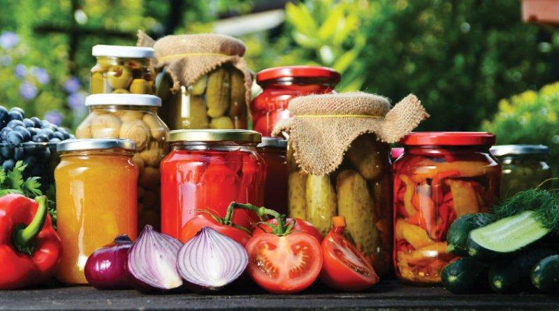 Conserve românești din fructe și legume – Pregătește-ți cămara pentru iarnă!