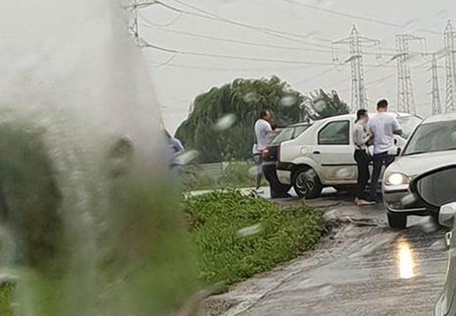 Opt răniți în urma unui accident pe E85, la intersecția cu drumul spre Tămășeni