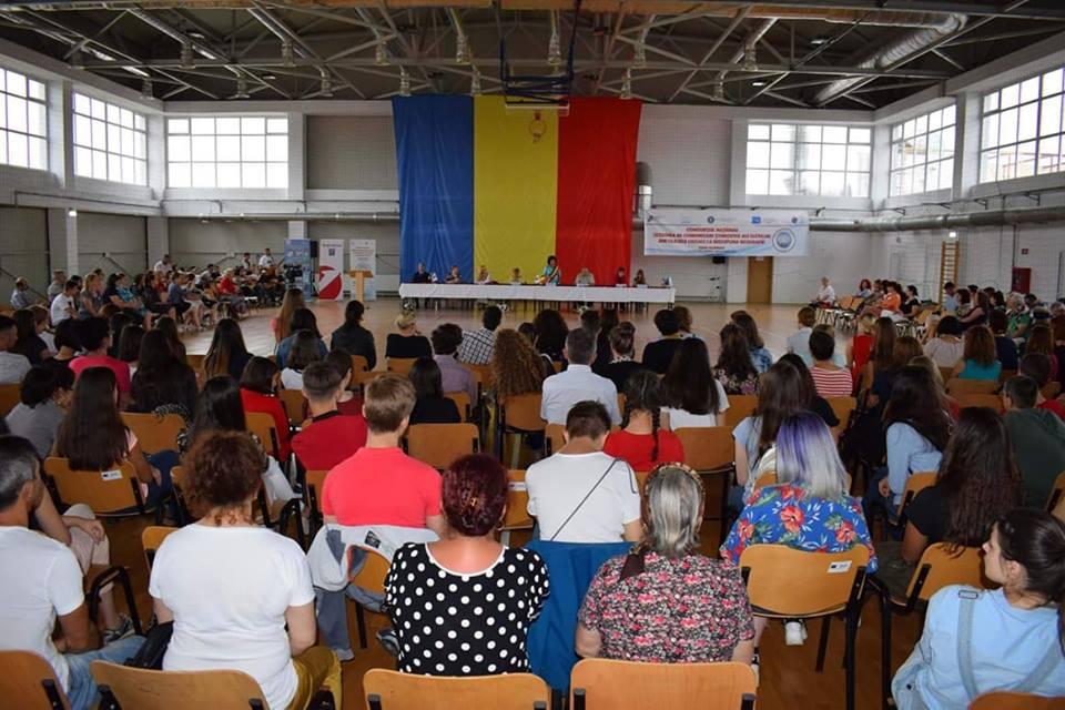 """Elevă a Colegiului Național """"Roman-Vodă"""", premiată la Concursul Național de Comunicări Științifice de Geografie"""