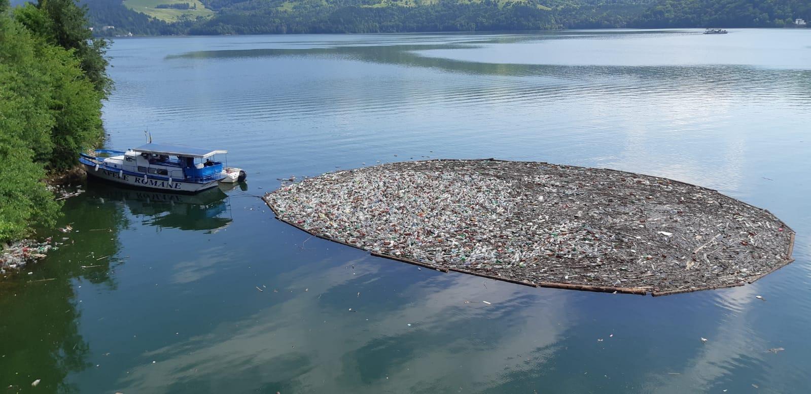 Acțiune de ecologizare a Lacului Izvorul Muntelui