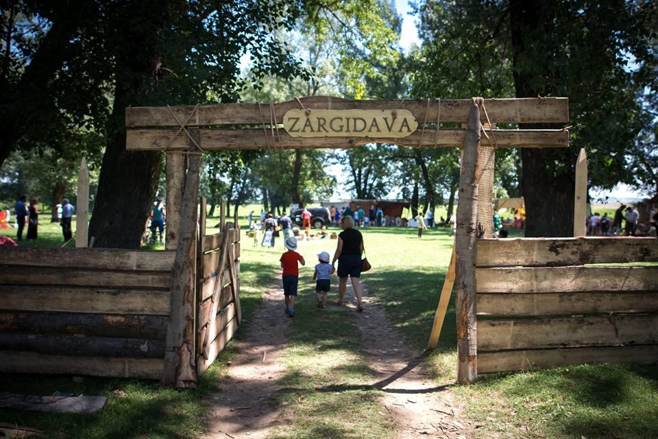 Festivalul Zargidava a adus istoria în prezentul Roman