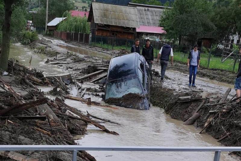 [FOTO] Bilanțul inundațiilor: zeci de locuințe și sute de gospodării afectate, sute de persoane evacuate, mii de hectare de teren inundate