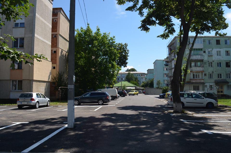 Parcare cu 65 de locuri în zona Gloriei. Urmează parcarea din spatele Poștei