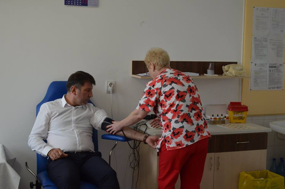 """În luna august, o nouă ediție a campaniei de donare de sânge """"Romașcanii salvează vieți"""". Intrare gratuită în ștrand pentru participanți"""