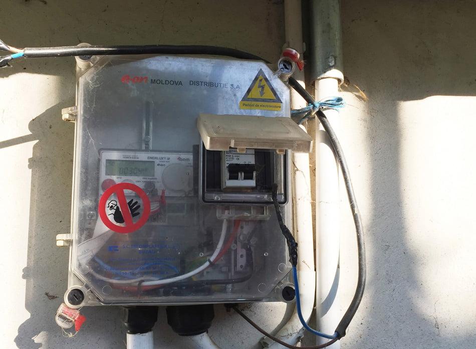 Condamnat la doi ani de închisoare pentru furt de energie electrică