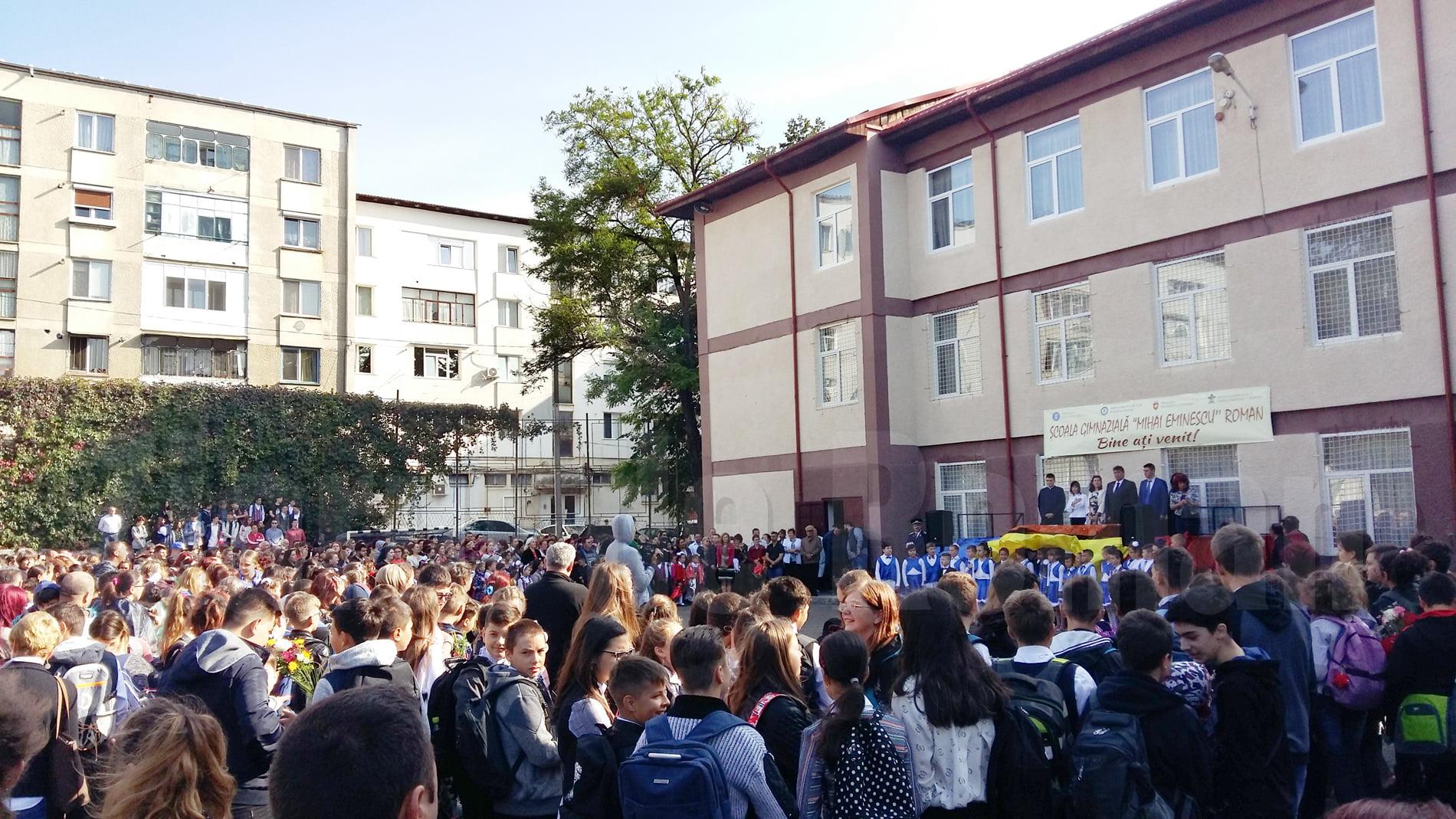 Orele pentru festivitățile de deschidere a anului școlar în Roman