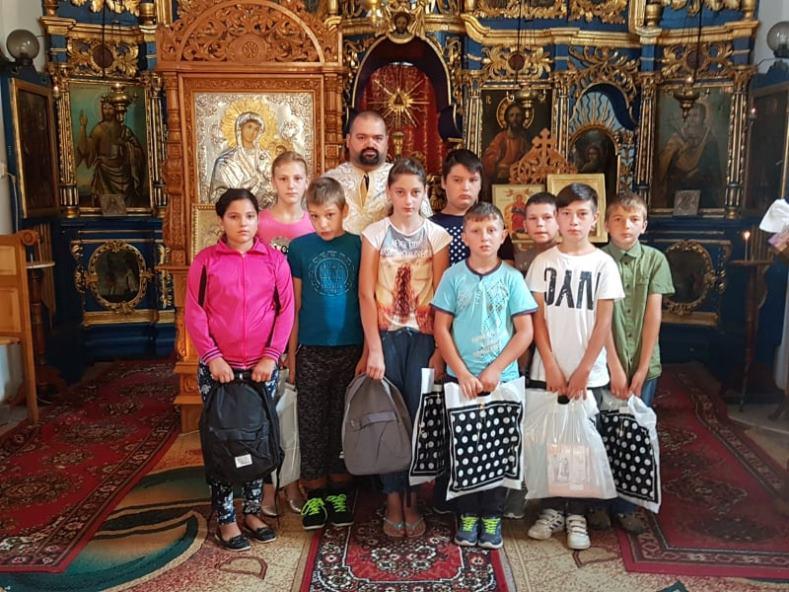 Rechizite oferite copiilor în Parohia Bârjoveni I
