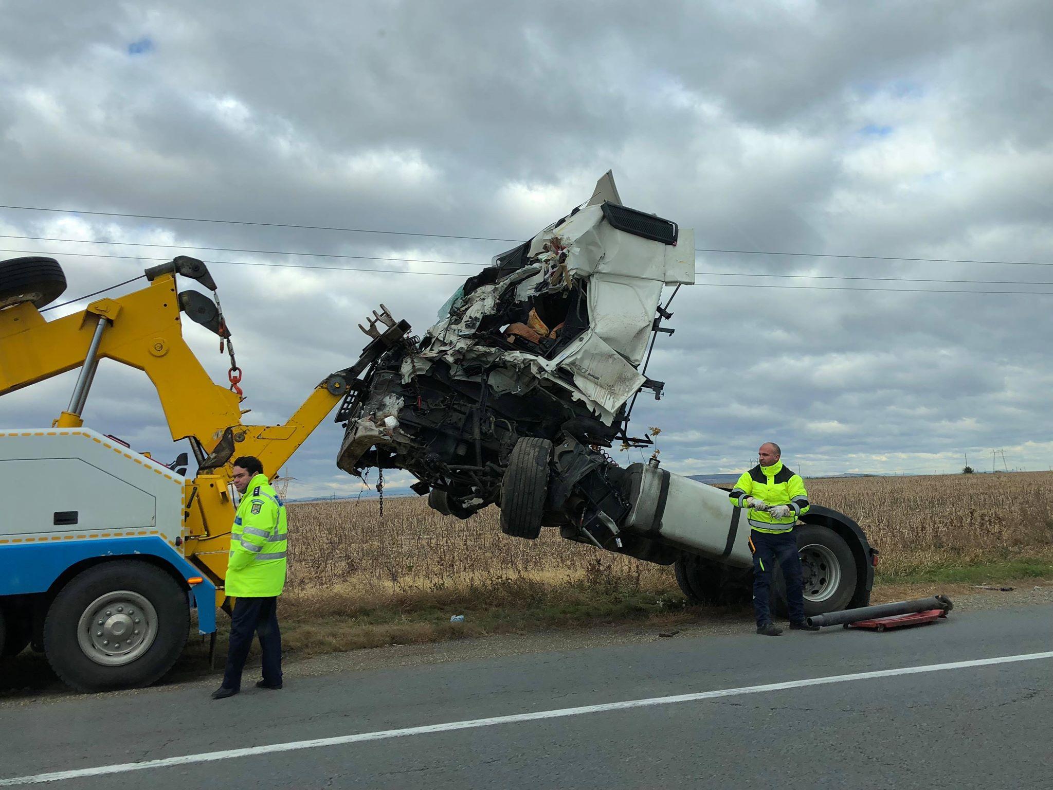 Cauza accidentului cu trei tiruri de pe E85: oboseala la volan
