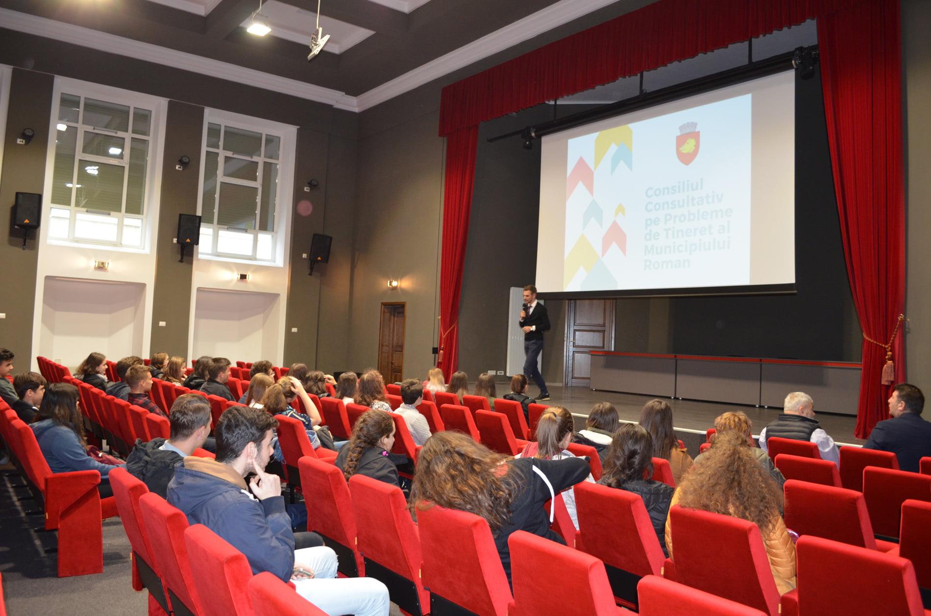 Tinerii din Roman își aleg președintele