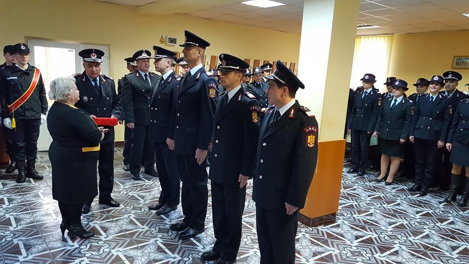 Avansări în grad şi depunerea jurământului militar la ISU Neamț, cu ocazia Zilei Naţionale